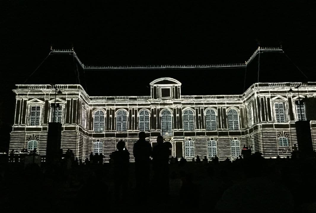 I giochi di luce sul Palazzo del Parlamento