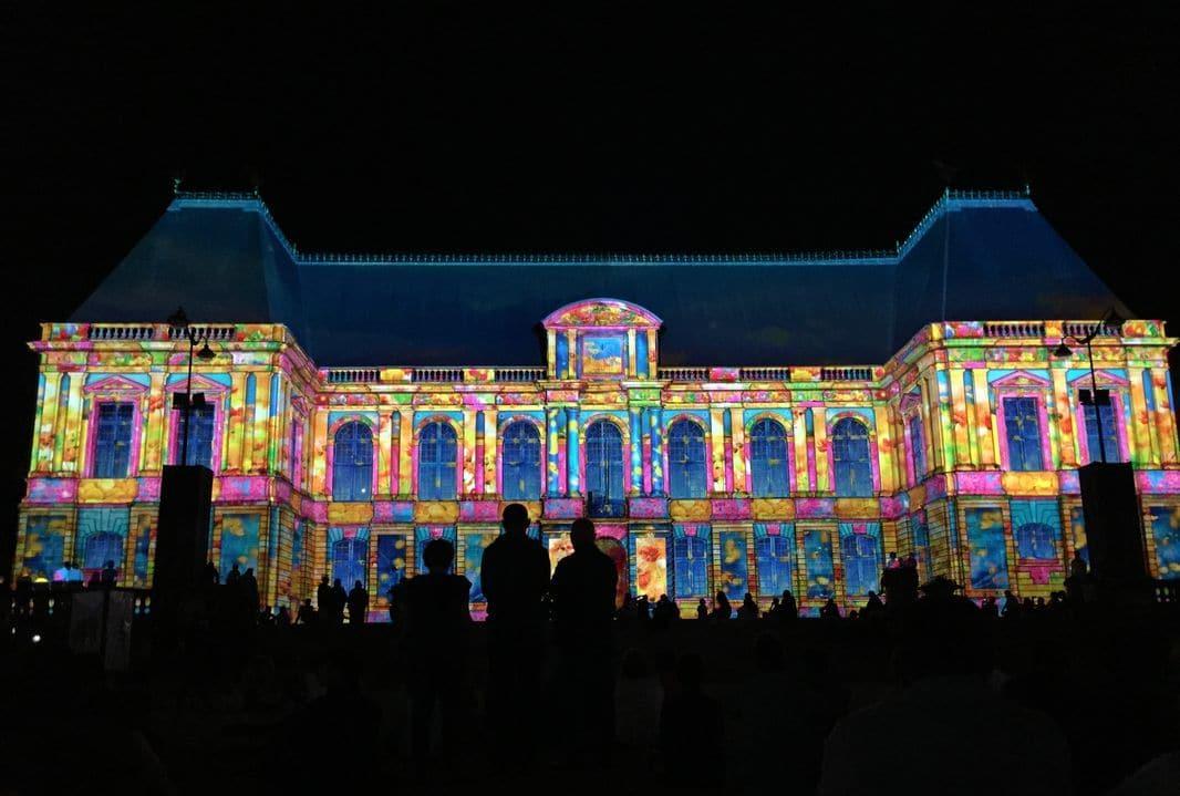 I giochi di luce sul Palazzo del Parlamento di Rennes