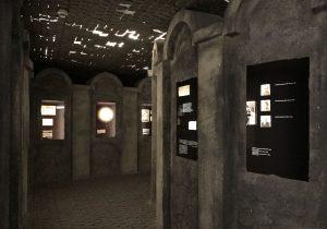 riproduzione del muro del Ghetto alla fabbrica Schindler