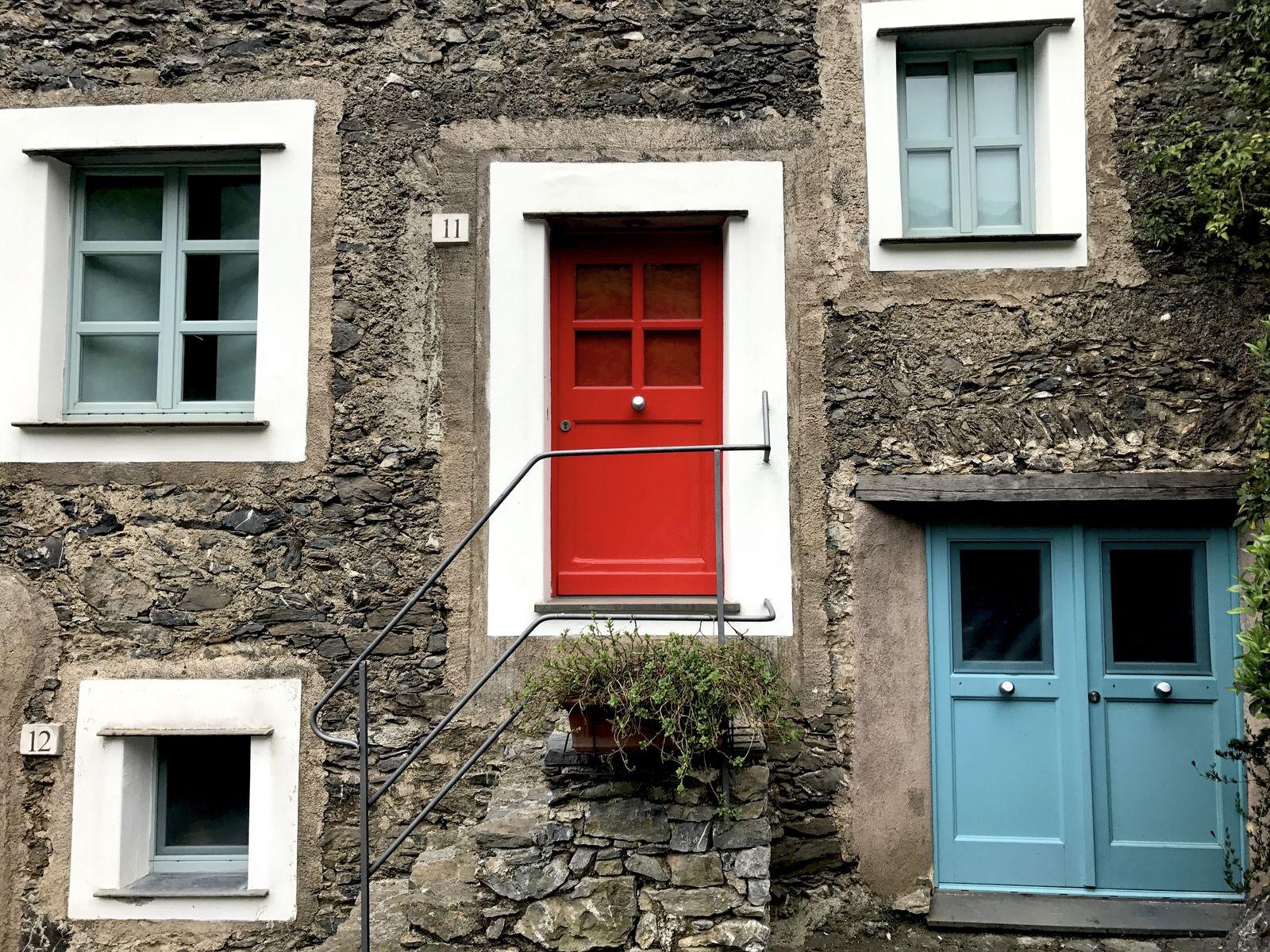Le porte colorate di Castelbianco