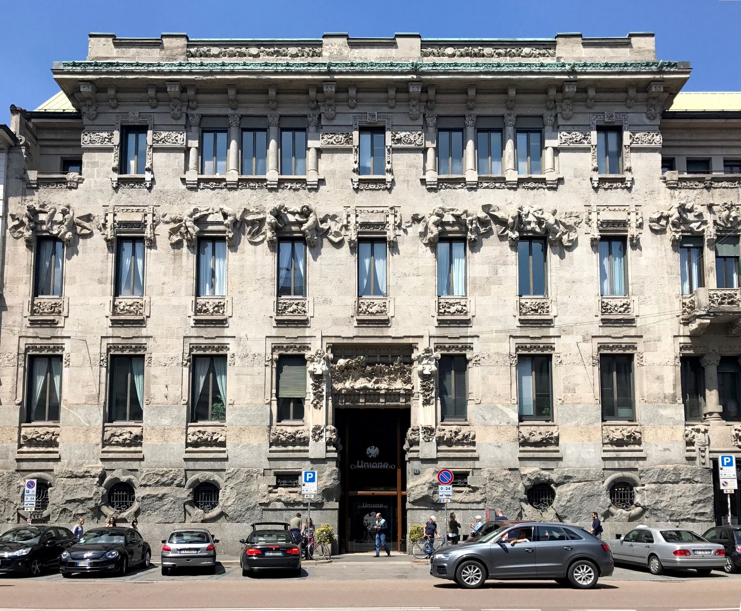 La facciata di Palazzo Castiglioni Milano