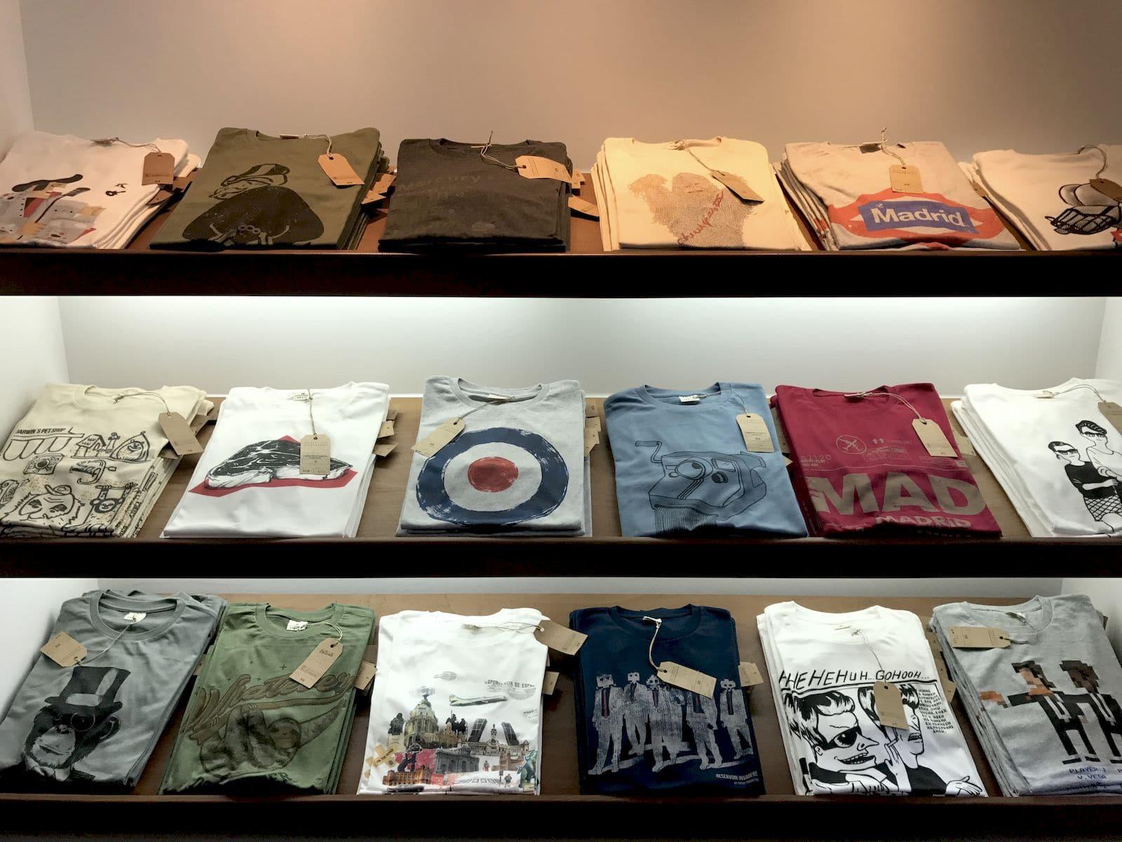 T-shirt di Typographia