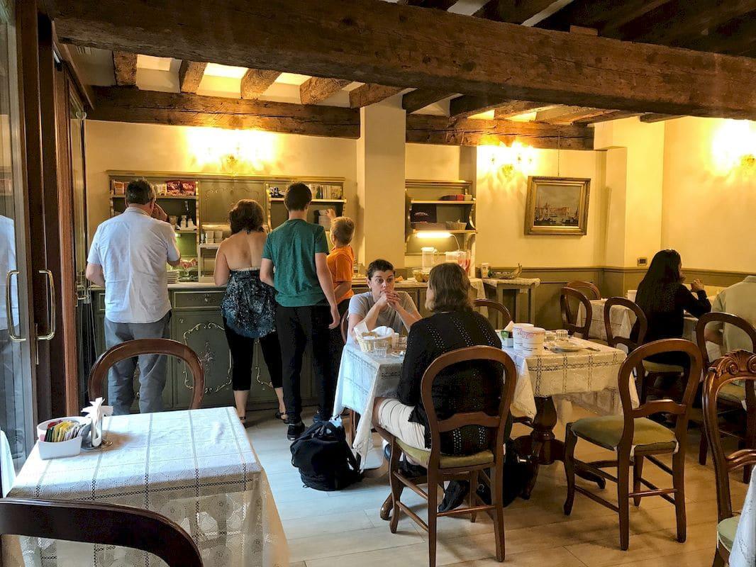 la sala colazione dell'Hotel Ponte Mocenigo