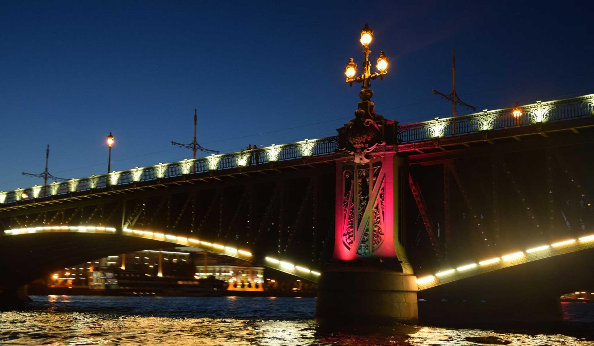 La magia delle notti bianche a San Pietroburgo