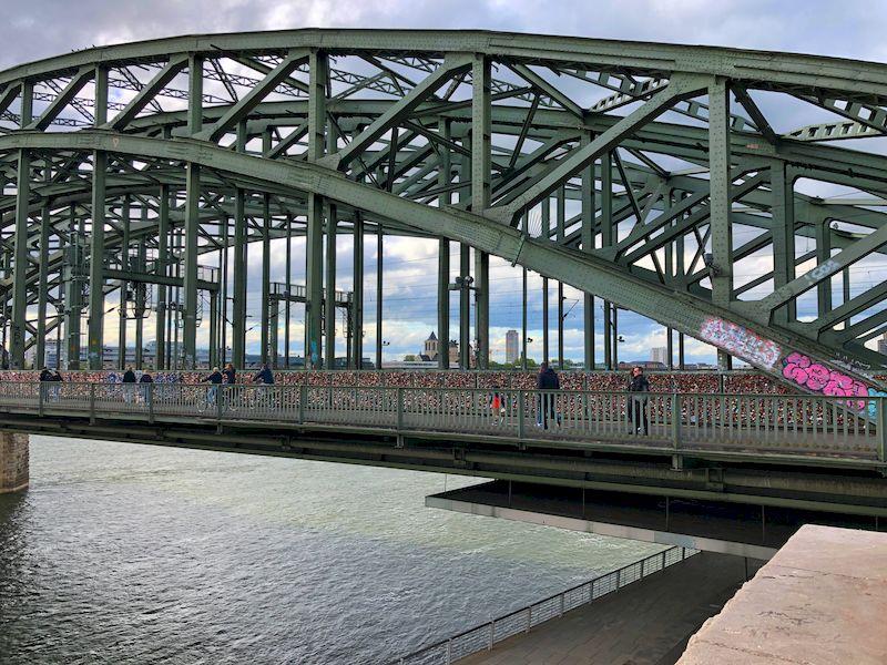 Colonia il ponte Hohenzollern con i lucchetti