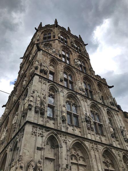 La torre del Rathaus a Colonia